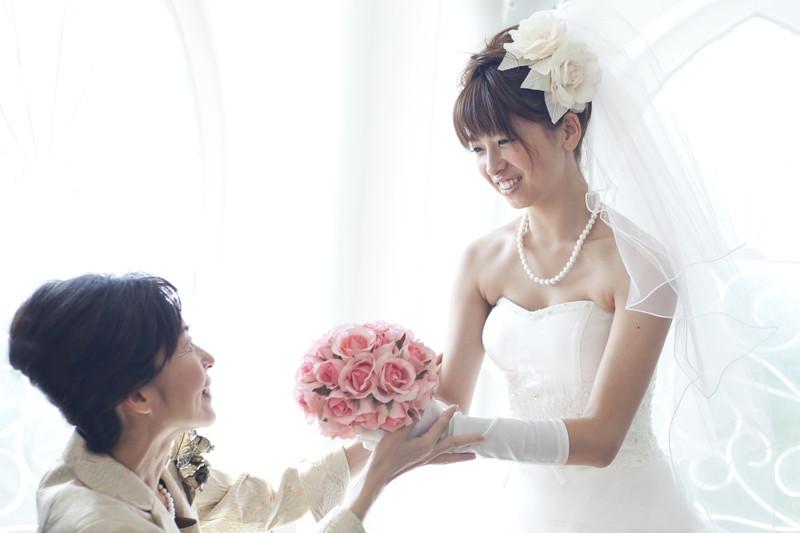花嫁をチェック